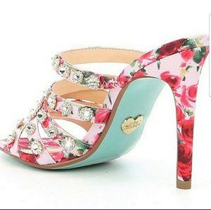 Betsey Johnson Shoes - NWT BETSEY JOHNSON JOVI HEELS SIZE 6.5